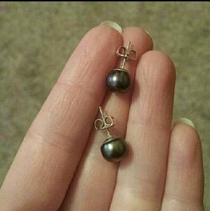 Jewelry - Blue pearl post earrings